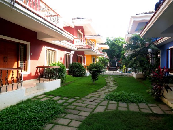 Gated complex villa for sale in assagao goa for Small house for sale in goa