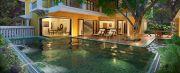 Pool & the villa